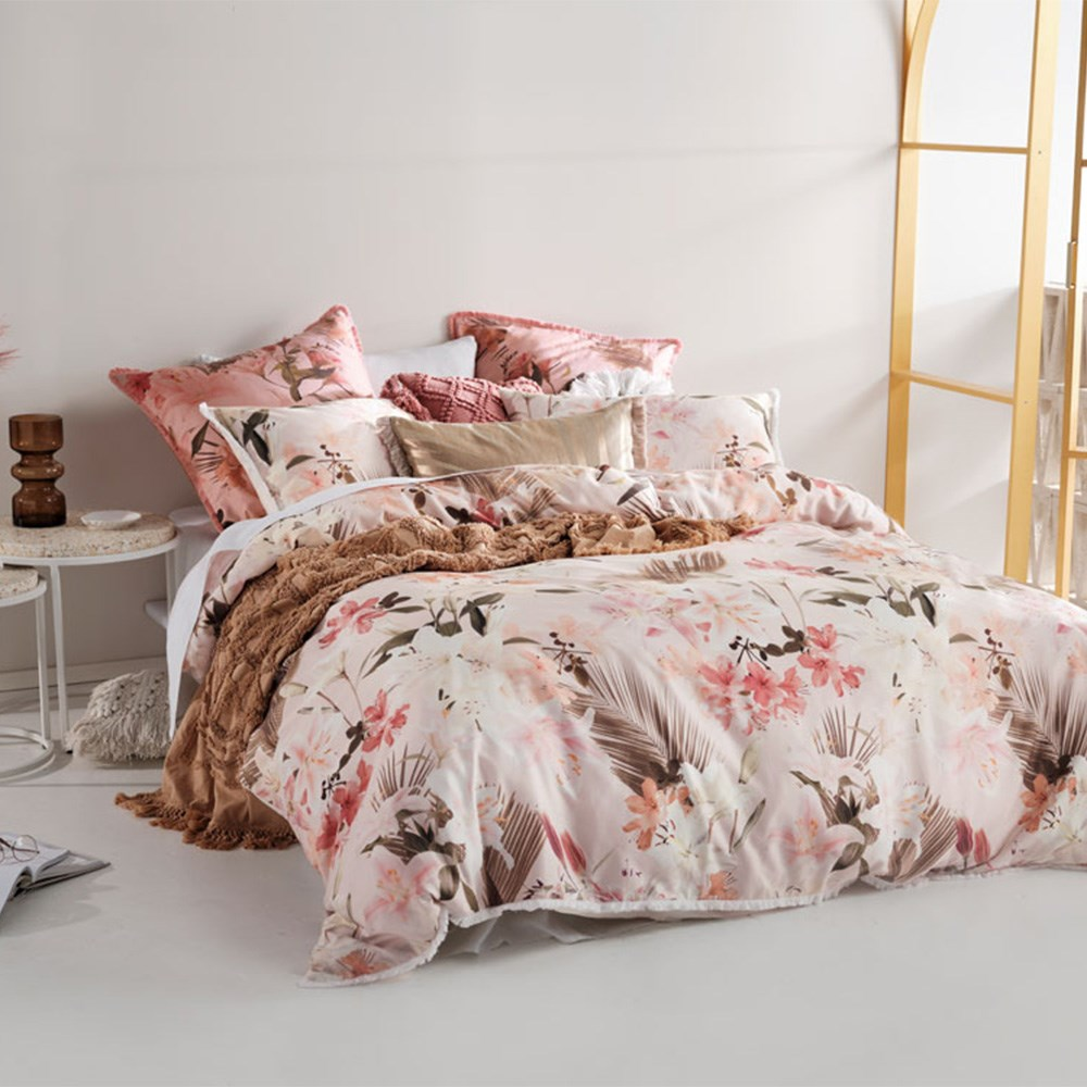 Linen House Holidae Petal Queen Bed Quilt Cover Set