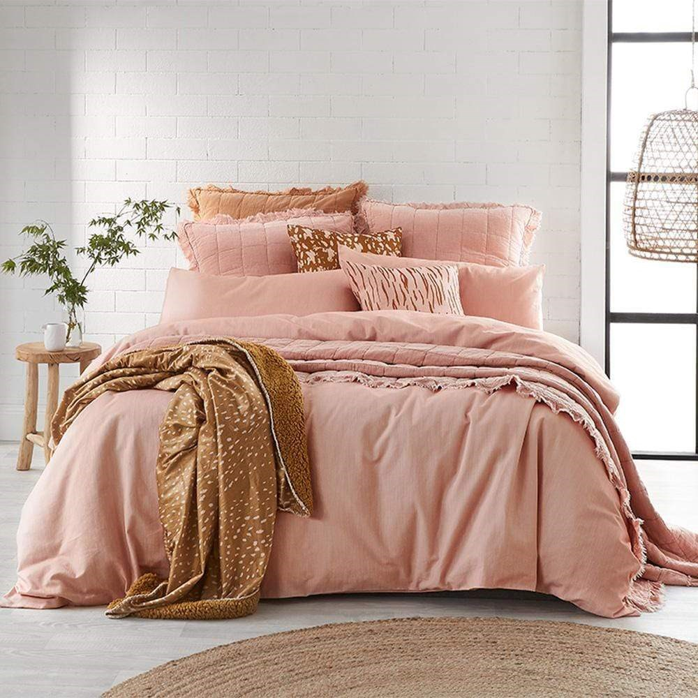 Alex Liddy Edit Quilt Cover Queen Pink Dust